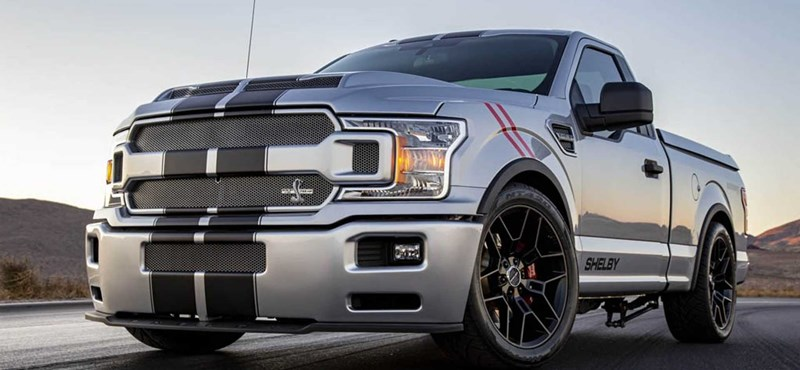 Itt a Shelby új pickupja, ami mellett a többi platós csak játékautó
