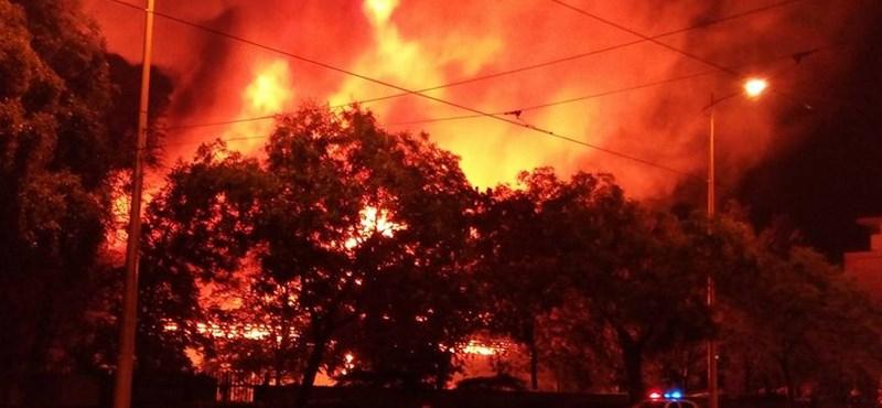 Lángokban állt a Testnevelési Egyetem sportcsarnoka