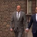 Holland férfiak kéz a kézben: így tüntetnek a homofóbia ellen