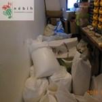Egérkaki, WC-kefe, fúrógép: mocskos tésztagyárat záratott be a Nébih – fotó, videó