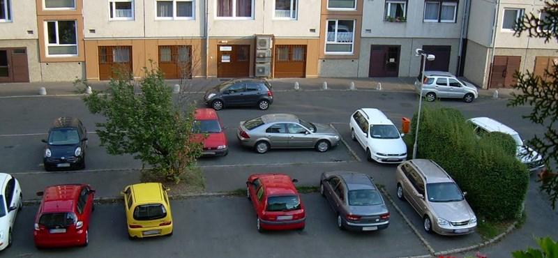 Parkolás miatt veszett össze két férfi Bonyhádon, feljelentés lett a vége