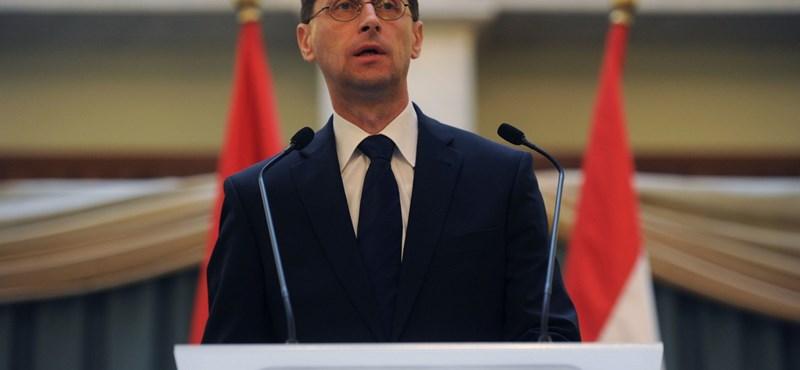 Varga Mihály: tévesek Brüsszel jóslatai