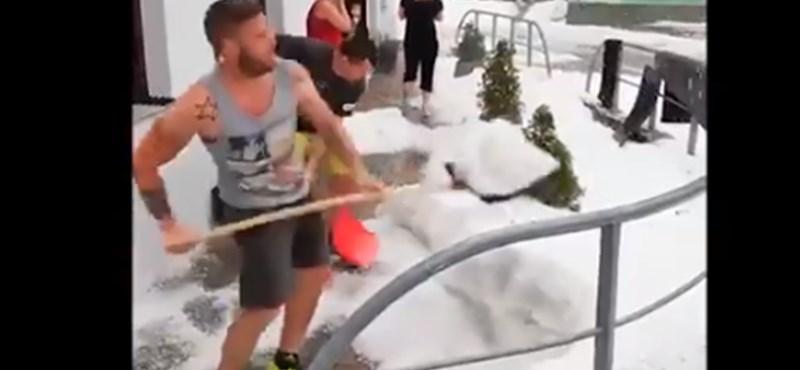 Hólapáttal kellett a jégeső után takarítani Szlovéniában
