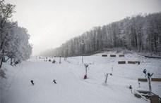 Korán nyitottak a hazai sípályák, már az ország három pontján is lehet síelni