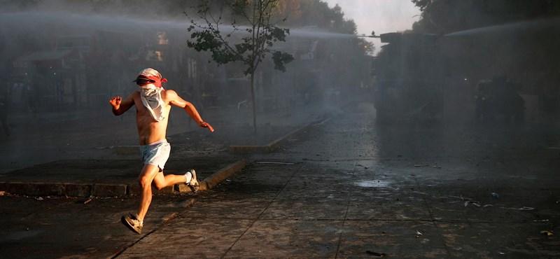 Nem nyugszanak a kedélyek Chilében - képeken az újabb tüntetés