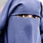 Ausztria betiltja a burkát és a nikábot