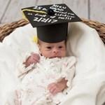 Fotók: megható diplomaosztóval búcsúztatják az újszülötteket
