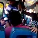 Videó: Két lány csúnyán megveri az őket zaklató férfit a buszon