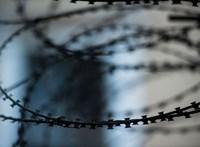 A börtönből telefonálva zsarolt ki 19 embertől közel 2 millió forintot egy rab
