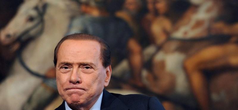 Berlusconi lemondott