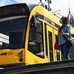 Több villamos első ülését is elzárja az utasok elől a BKV