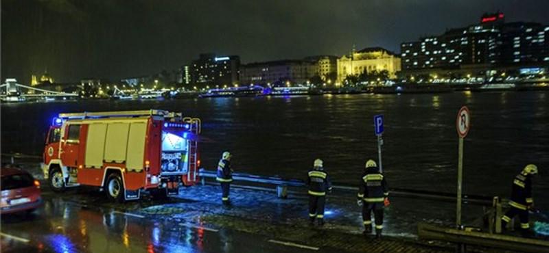 Dunai hajóbaleset: több fázisban hozzák fel a hajóroncsot