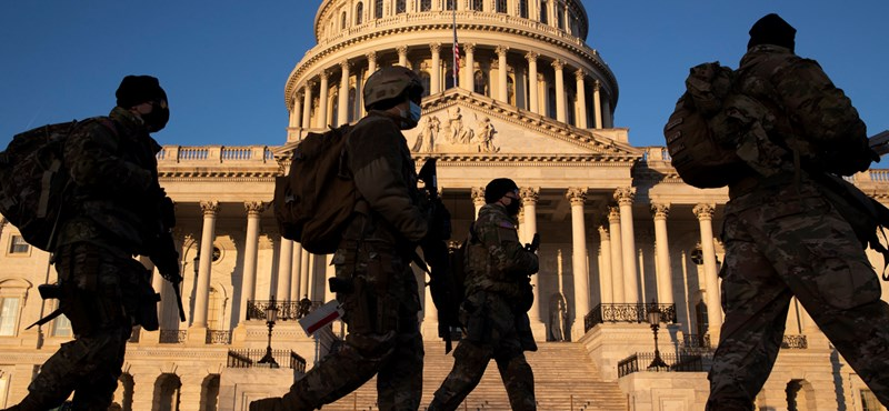 Fegyveresek hada védi a Capitoliumot, ahol megkezdődött a vita Trump elmozdításáról