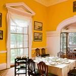 Elegáns, króm sárga ebédlő óriási ablakokkal