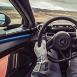 Autóversenyzőnek öltözne? Nem lesz olcsó mulatság