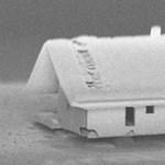 Megépítették a világ legkisebb házát – olyan kicsi, hogy szabad szemmel nem is látható