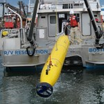 Búvárrobotot küldenek le a maláj gép felkutatására