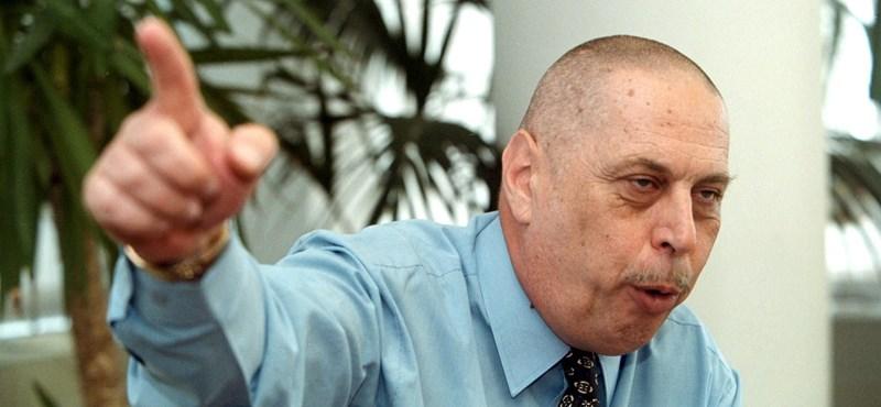 Gyurcsányt köpködő tüntetőkkel kezdődött a 2006-os tábornokper