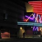 Meglátogatta az aurorai lövöldözés sebesültjeit Christian Bale