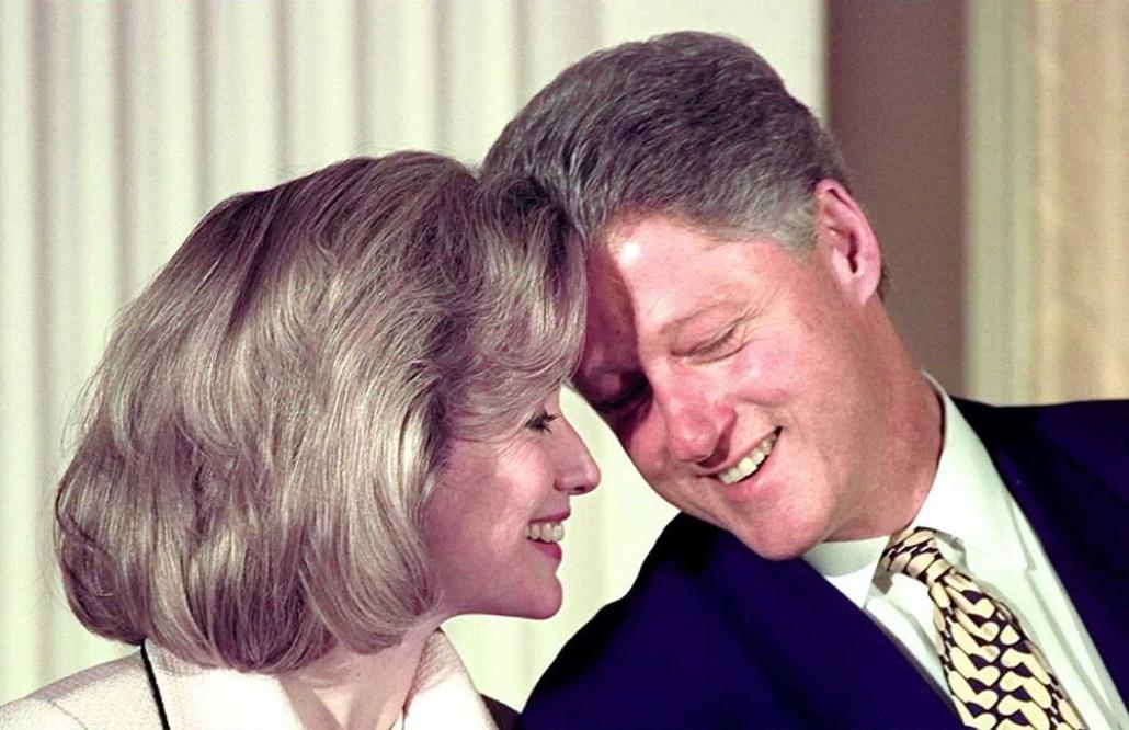 1996.07.17. - A Clintonék a Fehér Ház keleti szobájában - Arkansas court watchers are expecting President Clinton to testify by videotape 17 July in the criminal trial of two former associates.  - CLNTNAGY
