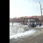 Durva baleset volt Szerbiában: középiskolásokat szállító buszt vágott ketté egy vonat