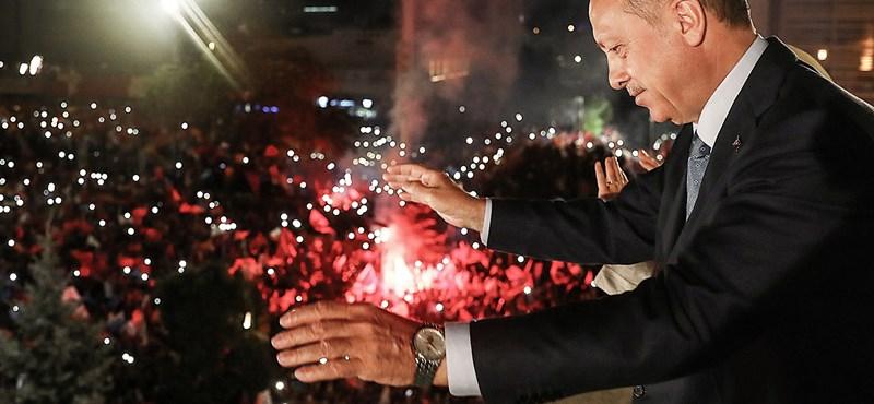Pár hónap múlva Budapestre jöhet Erdogan
