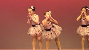 Az év legcukibb iskolai műsorát produkálta egy kislány