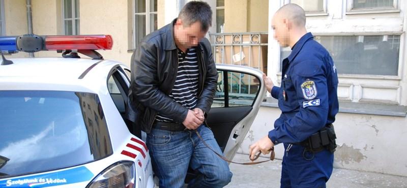 Előzetesbe került a román férfit agyonverő két izsáki rendőr