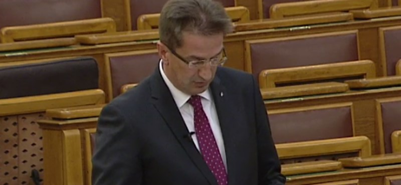 Szópárbajt vívott az ellenzék és a kormány a veszélyhelyzet meghosszabbításáról a parlamentben