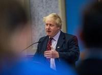 Látványosan bezuhant Boris Johnson támogatottsága a pénteki családi balhé miatt