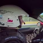360 fokos videó egy száguldó Ford Mustanggal