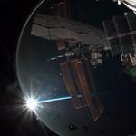 Naplemente az űrben – fotó