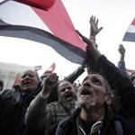 Összecsaptak Murszi hívei és ellenfelei a Tahrír téren
