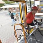 Így szállíthatunk bicajt a pesti villamoson - fotó
