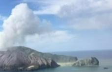 Még a kráter peremén belül is turisták voltak, amikor kitört egy vulkán Új-Zélandon