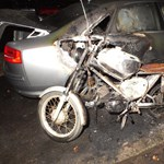 Parkoló autókat gyújtott fel egy férfi Nyíregyházán – fotók