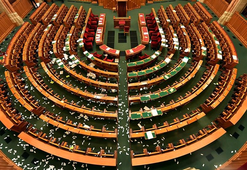 Mutatjuk, a most átvert korlátozásokkal hogyan nézne ki a Parlament