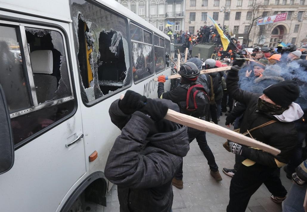AP! január 25-ig!  2014.01.19-20. ukrajna tüntetés zavargás, Kijev, Klicsko, EU-tüntetés