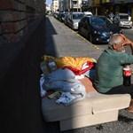 Átvert, és hajléktalanná tett egy idős bácsit Budafok önkormányzata egy civil szervezet szerint