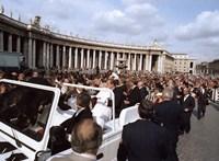 Negyven éve lőttek rá a pápára, II János Pál megbocsátott a merénylőnek