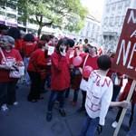 Útlezárással folytatódott a tüntetés az iskolákért