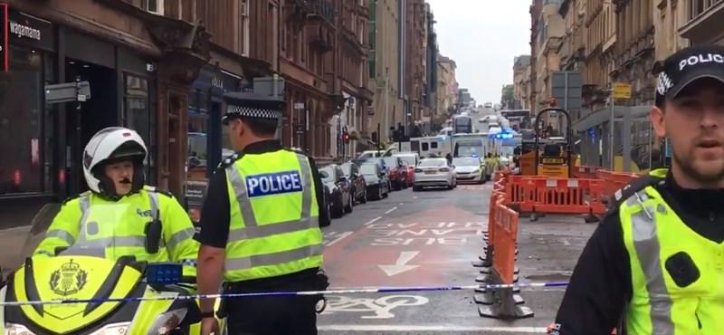 Késeltek Glasgow belvárosában: három halálos áldozat lehet, lelőtték a támadót