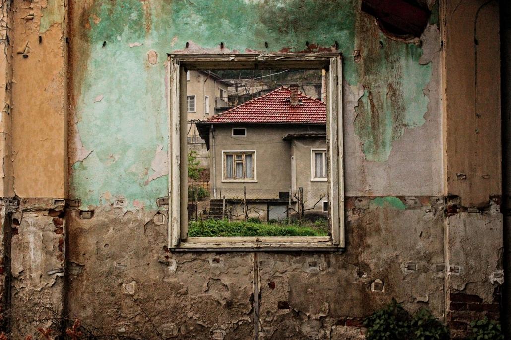 NE használd_! - Budapest Fotó Fesztivál nagyítás - Savvas Karapanagiotis: Öreg ház - Photometria kiállítás a Fesztiválközpontban