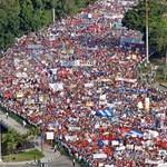 Fidelt, Guevarát és a szocializmust éltették május 1-jén Havannában