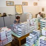 Időben megérkeznek a tankönyvek, idén nem lesz csúszás: ezt ígéri az államtitkár