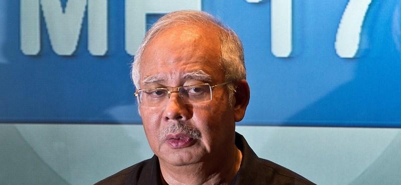Politikus ennyit talán még sosem lopott, mint amennyivel a volt maláj kormányfőt vádolják