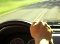 Túl gyorsan hajt? 2022-től akár a gázt is elveheti az új autója