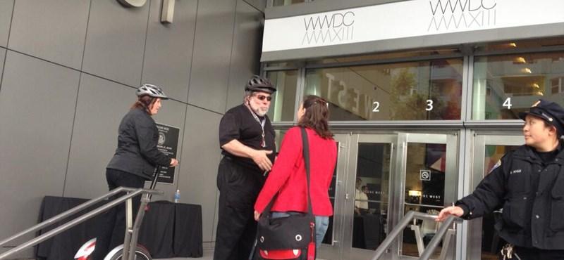 Fotó: így gördült be Steve Wozniak a WWDC-re