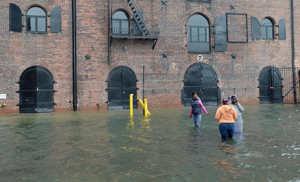 mti. nők New York Brooklyn negyedének Red Hook kerületében - Sandy hurrikán