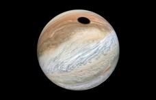 """Nyugalom, nem kilyukadt a Jupiter, más okolható a fekete """"pöttyért"""""""